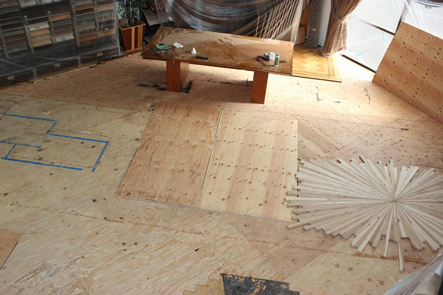 Positioning the starburst medallion on the floor | Slaughterbeck Floors